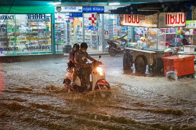 Conducir una moto con lluvia
