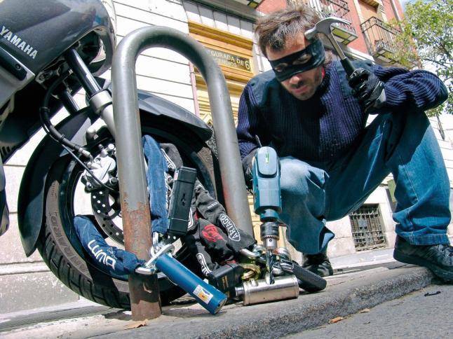El robo de motos es un proceso encadenado y organizado